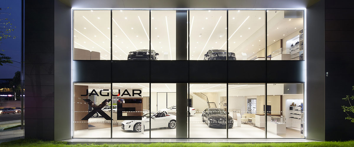 Jaguar Land Rovers Customers Are Becoming Increasingly Sophisticated And In Response Rover Has Created A New Retail Corporate Identity That
